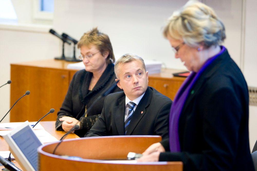 GA EØS-UTTALELSE: Justisminister Knut Storberget (Ap) slo fast at datalagringsdirekivet var EØS-relevant da han presenterte høringsnotatet i saken. Her på pressekonferansen sammen med fornyingsminister Rigmor Aasrud (Ap, til venstre) og samferdselsminister Magnhild Meltveit Kleppa (Sp).