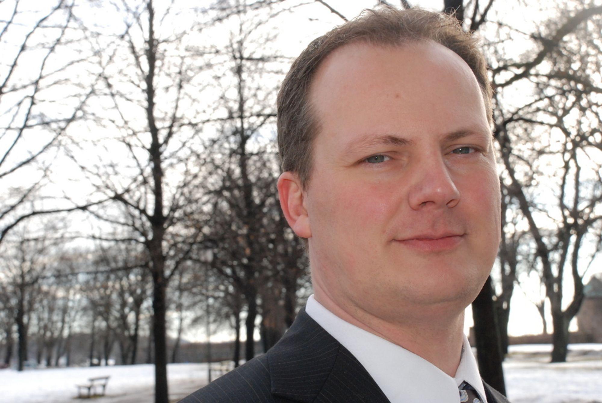 KREVER SVAR: Frps Ketil Solvik-Olsen krever at regjeringen klargjør Enovas fremtidige rolle.