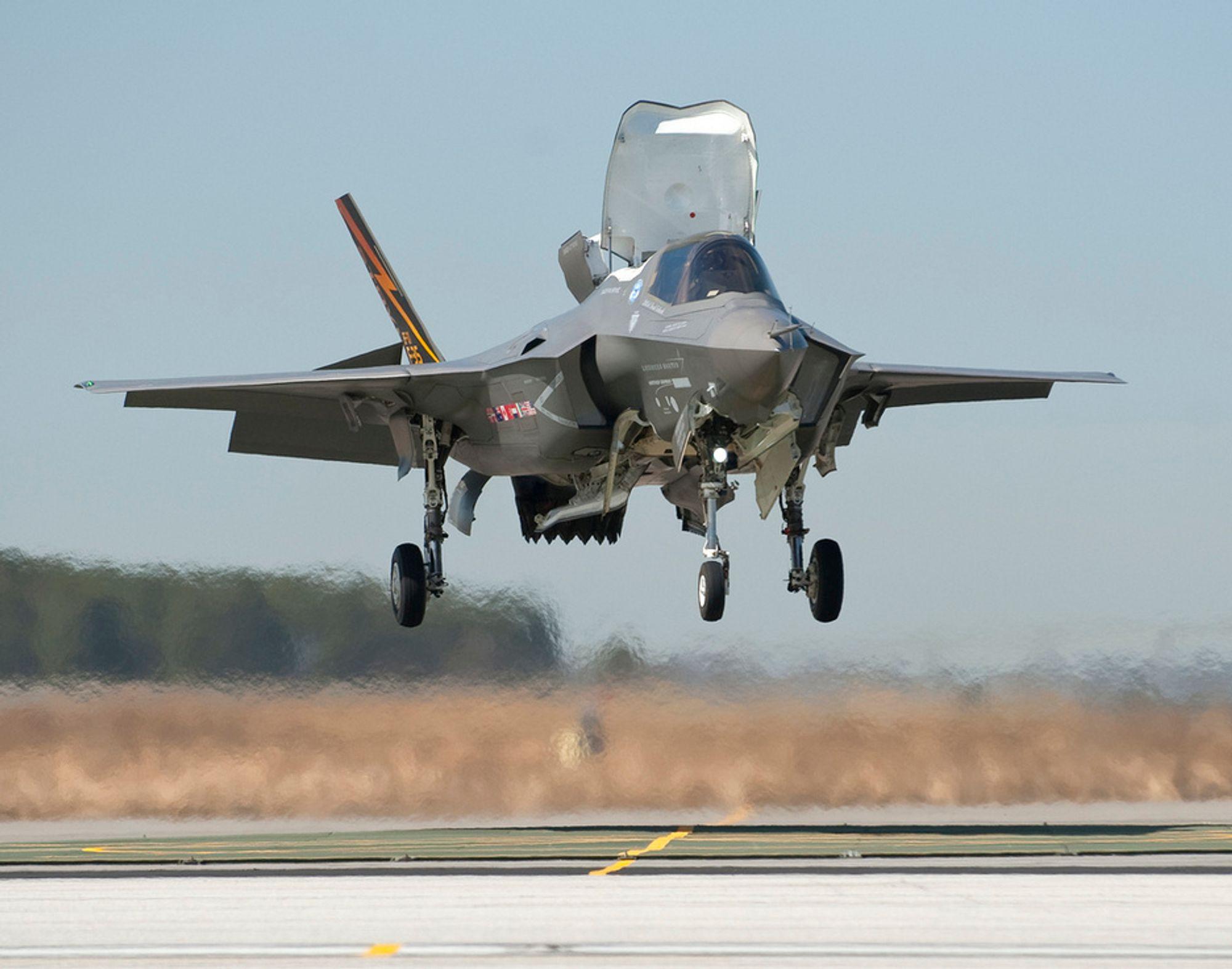 F-35B er STOVL-varianten av kampflyet. Nå foreslås det å droppe denne versjonen både i USA og Storbritannia.