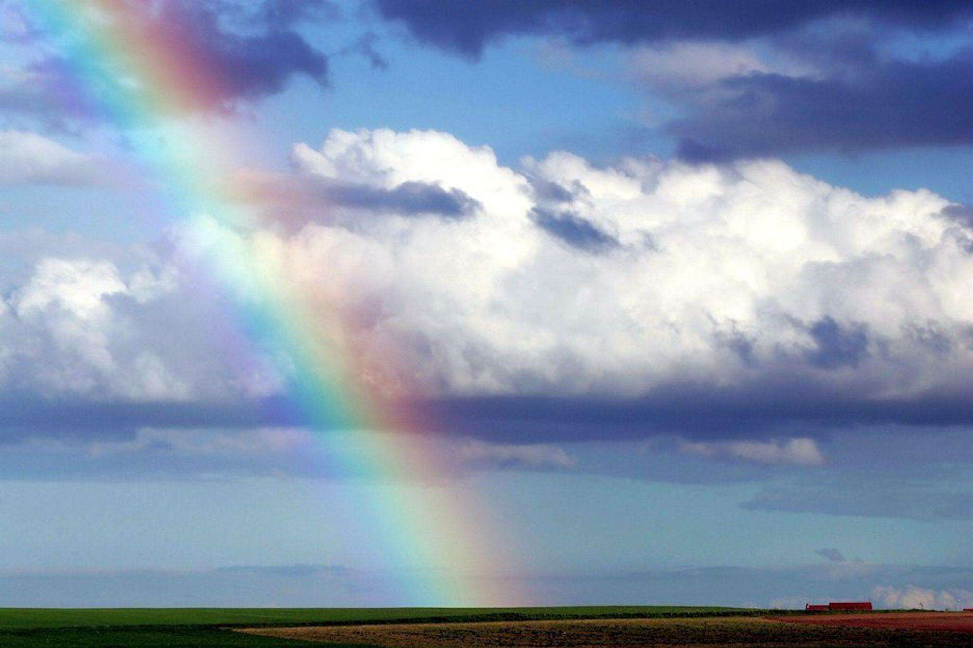 NETTSKYEN LOKKER: Men klimaeffekten i enden av regnbuen betyr lite i vannkraftlandet Norge.