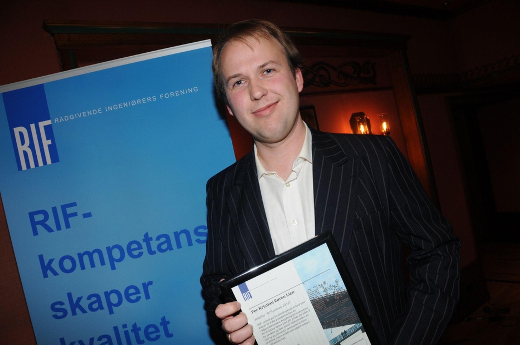 PRISVINNER: Per Kristian Røren Lien ble onsdag ettermiddag kåret til årets unge rådgiver under RIFs høstmøte. Han fikk prisen for trafikksikker lysinstallasjon i Bjørvikatunnelen.