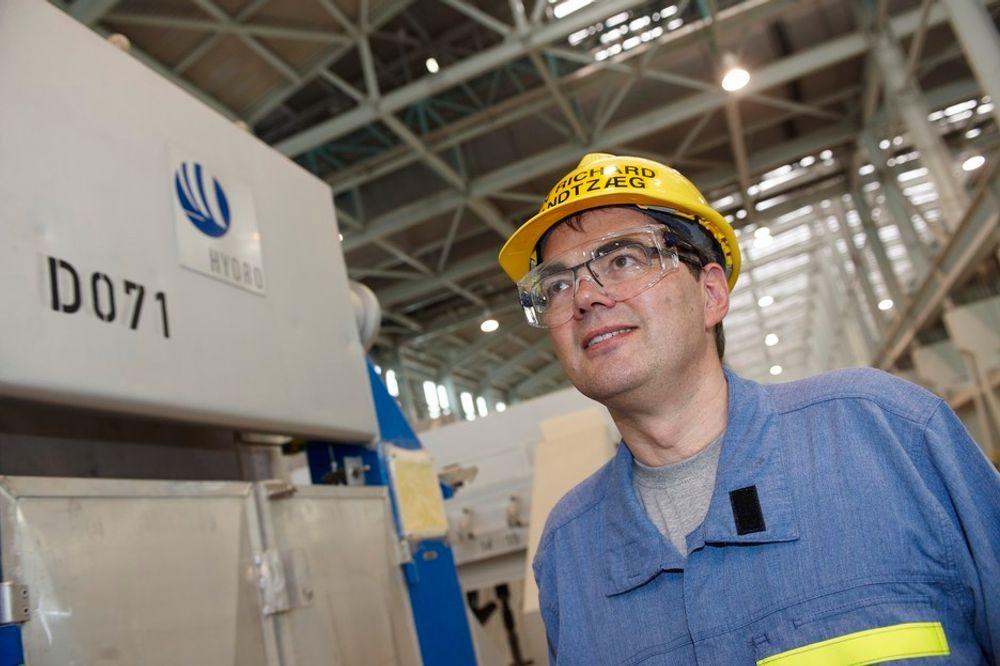Hydros konsernsjef Svein Richard Brandtzæg forventer at Qatalum er i full drift i løpet av året.