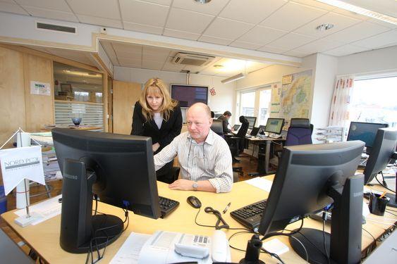 MARKEDET: Kommunikasjonssjef Siw Hauge og Øystein Os, seniorrådgiver i Nord Pool Spot forklarer hvordan prissettingen foregår i verdens største energimarked.