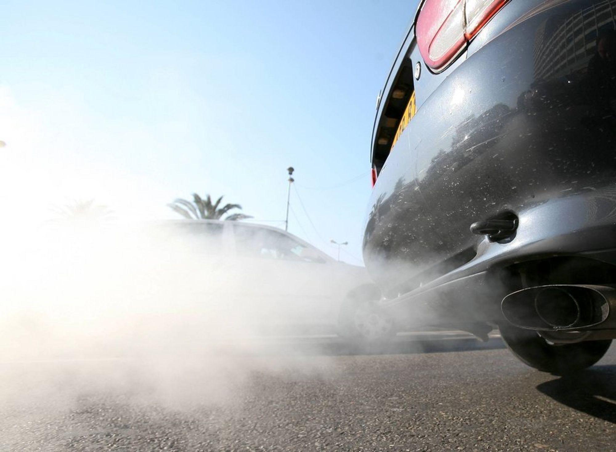 SYNDEREN: Menneskene står bak mye av økningen i CO2-utslippene, for eksempel gjennom bilkjøring. Innholdet av CO2 er høyere enn noensinne siden før den industrielle revolusjon, sier meteorologorganisasjonen WMO.