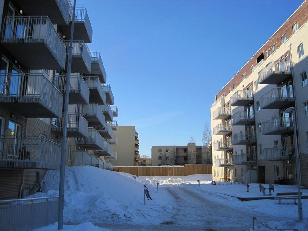 NESTEN: Beboerne i Rolf Hofmos borettslag, som AF Gruppen nettopp har ferdigstilt for OBOS, må nøye seg med eksisterende garantier. Men nå forbereder byggenæringen langt bedre garantiordninger for boliger.