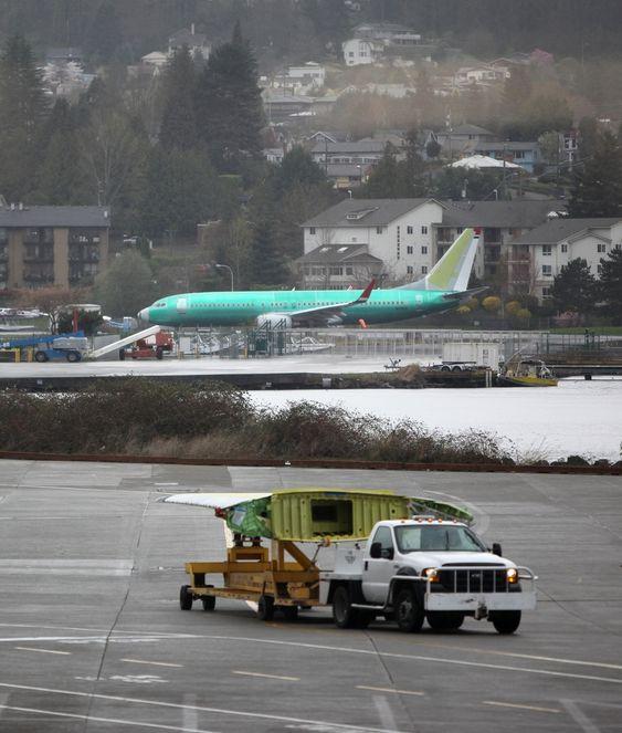 SNART FERDIG: Dette 737-800-flyet, som tester motorer utenfor Boeings 737-fabrikk i Renton, er det mange skandinaver som vil stifte nærmere bekjentskap med om kort tid. Det skal snart leveres til Norwegian.