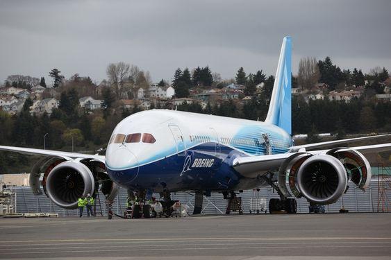 Boeing 787 Dreamliner fløy for første gang før jul. I løpet av fjerde kvartal skal det første flyet leveres. Lanseringskunde er japanske ANA.