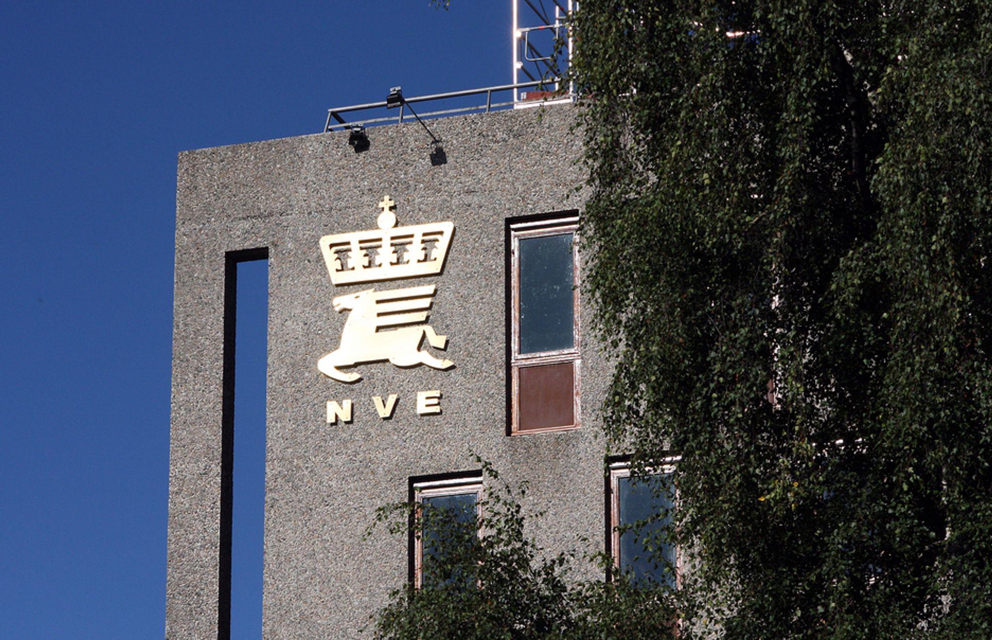 Den ene dagen skal NVE-ansatte godkjenne flomberegningene til private konsulenter, den neste dagen møtes de som konkurrenter, skriver Lars Jenssen i Sweco. (Foto: Mona Strande)