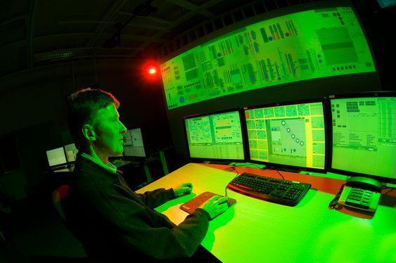 MYE NYTT:  I de eldre kjernekraftverken er IT-teknologi nesten fraværende og det er mye som må oppdaters.