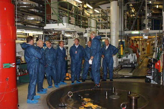 BESØK: Department of Energu har blitt med i Haldenprosjektet. Her besøker amerikanerne forsøksreaktoren i Halden.