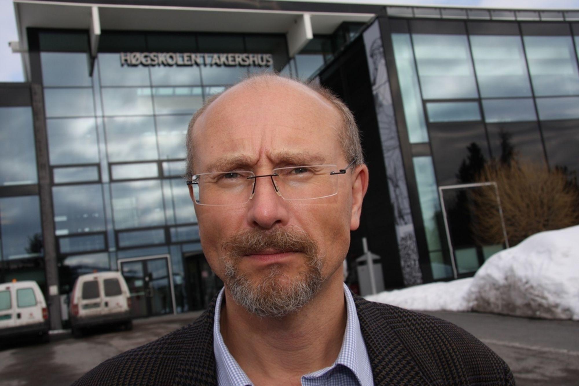 MER PÅ VEI: - Fem milliarder kroner mer på veibygging kan brukes årlig, sier førsteamanuensis ved Høgskolen i Akershus, Knut Boge.