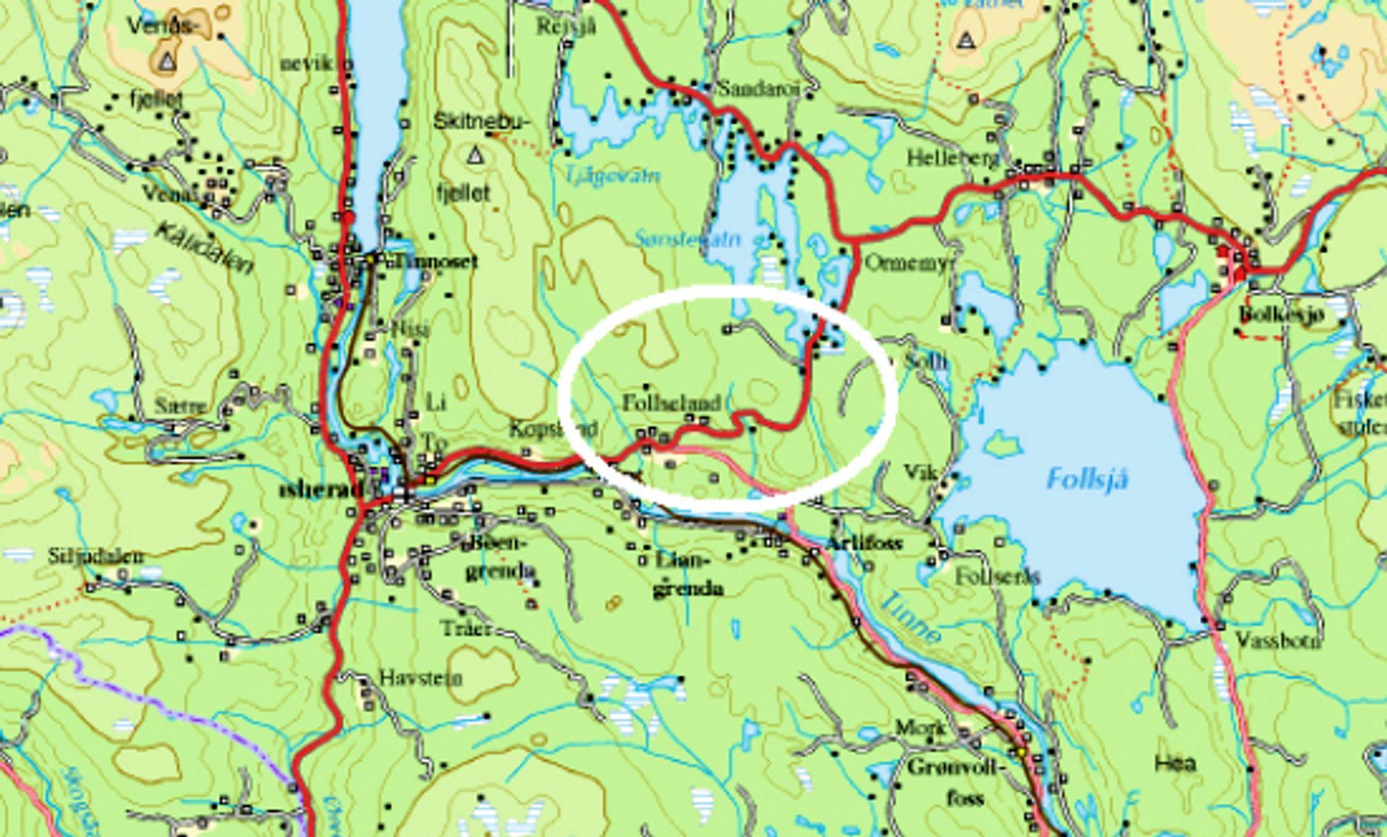 Strekningen som skal utbedres ligger innenfor den hvite ellipsen. Det kjente hotellet Bolkesjø ligger helt til høyre på kartet.