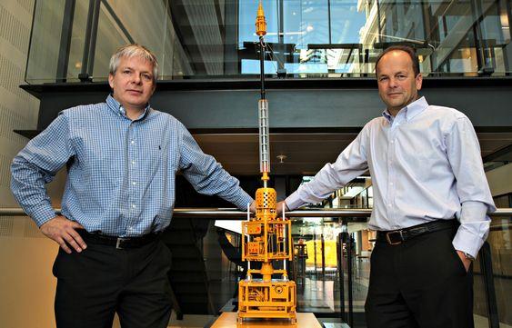 STOLTE: Prosjektleder lett brønnintervensjon og TTRD, Bjarne Neumann (t.v.), og direktør offshoretjenester, Trygve Arnesen.