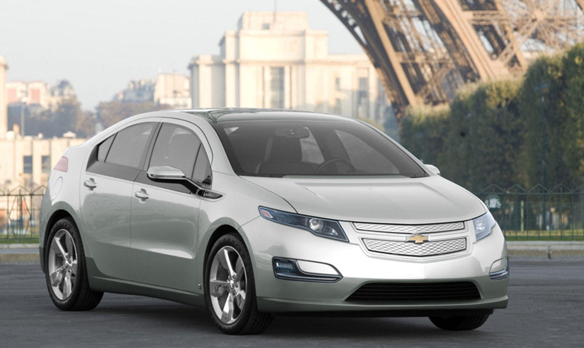 KUNSTIG STIMULI: Amerikanske bilkjøpere kan få 7500 dollar fra myndighetene, eller 50 000 kroner dersom de anskaffer en plugin hybrid som GMs Volt eller et annet kjøretøy som kan forbruker mindre en 0,25 liter per mil.