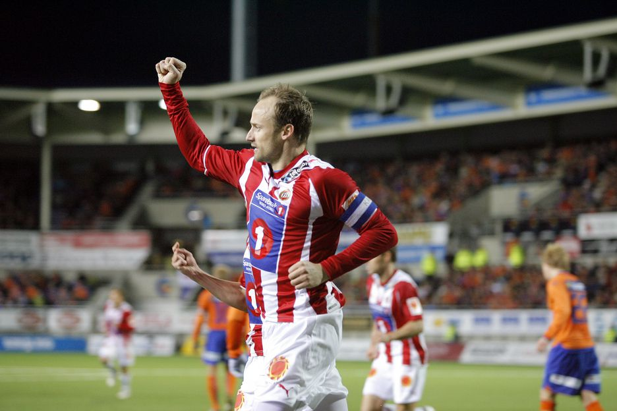 Da VGLives seere så Sigurd Rushfeldt sette inn 1-1-målet mot Ålesund søndag, kom signalene fra en maskinpark i USA.