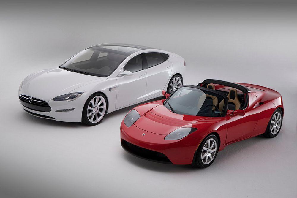 TO TESLA: Tesla har så langt kommet med to modeller, sportsbilen Roadster og Model S. Tar man seg den frihet å kalle roadsteren for Model R, og følger alfabetet, kan man kanskje vente seg en Tesla T ¿ en elbil for folket?