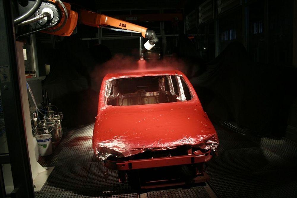 Salget av lakkeringsroboter går ikke lenger like godt. Nå må 52 ansatte hos ABB på Jæren gå.