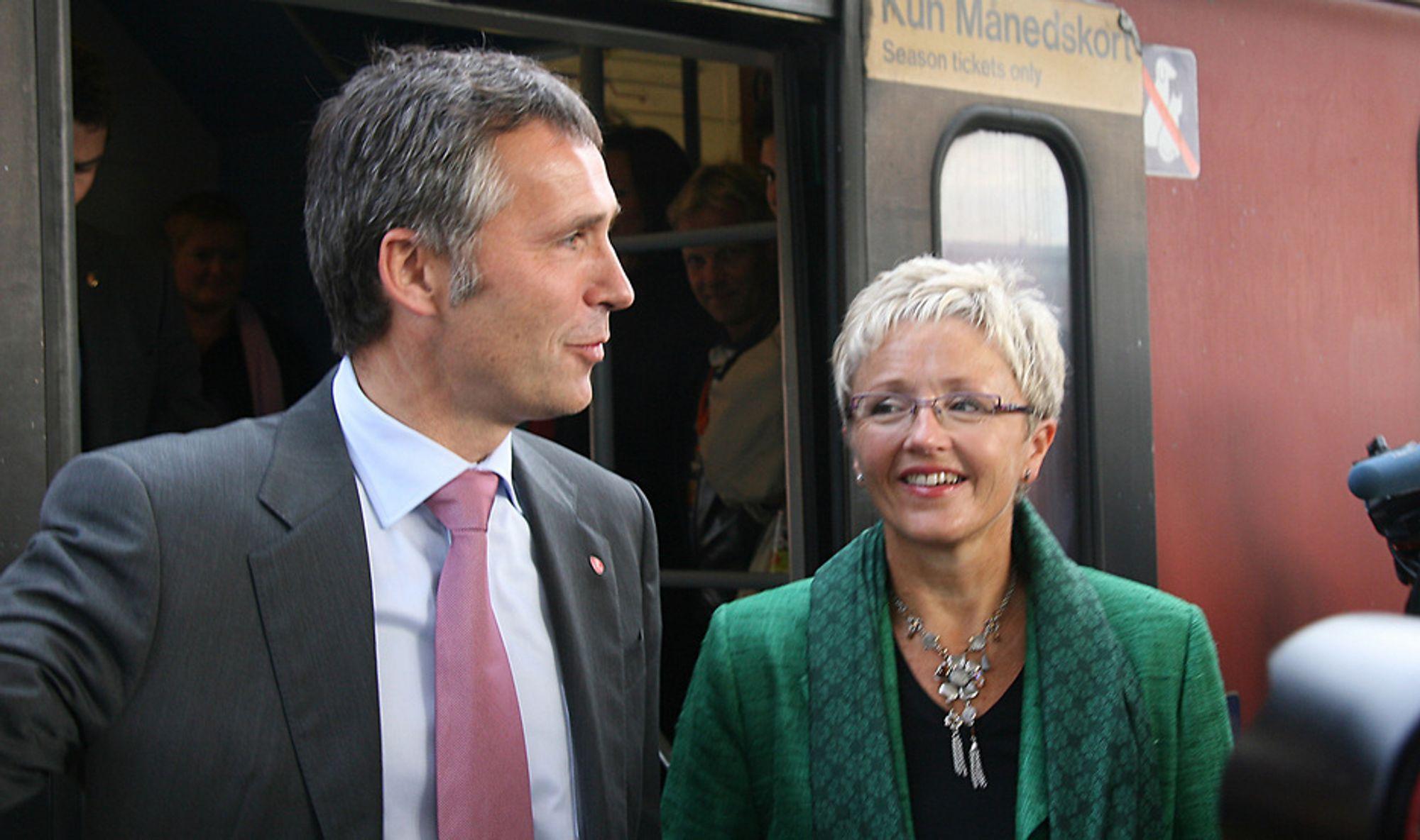 HANDLEKRAFT: Både statsminister Jens Stoltenberg og samferdselsminister Liv Signe Navarsete la vekt på det de mente var handlekraft i samferdselspolitikken. Tallene støtter dem, og begge to var synlig stolte over budsjettforslaget.