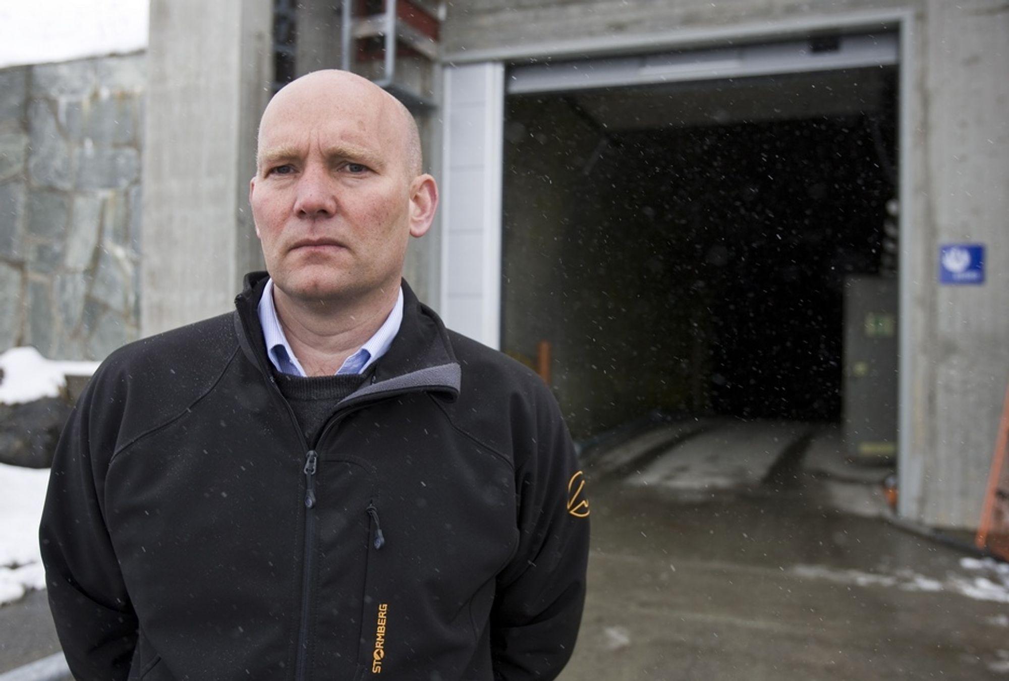 Ifølge Ola Sæter, konserndirektør i Norsk Hydro Energi holder selskapet alle muligheter åpne for endringer som kan og bør gjøres.