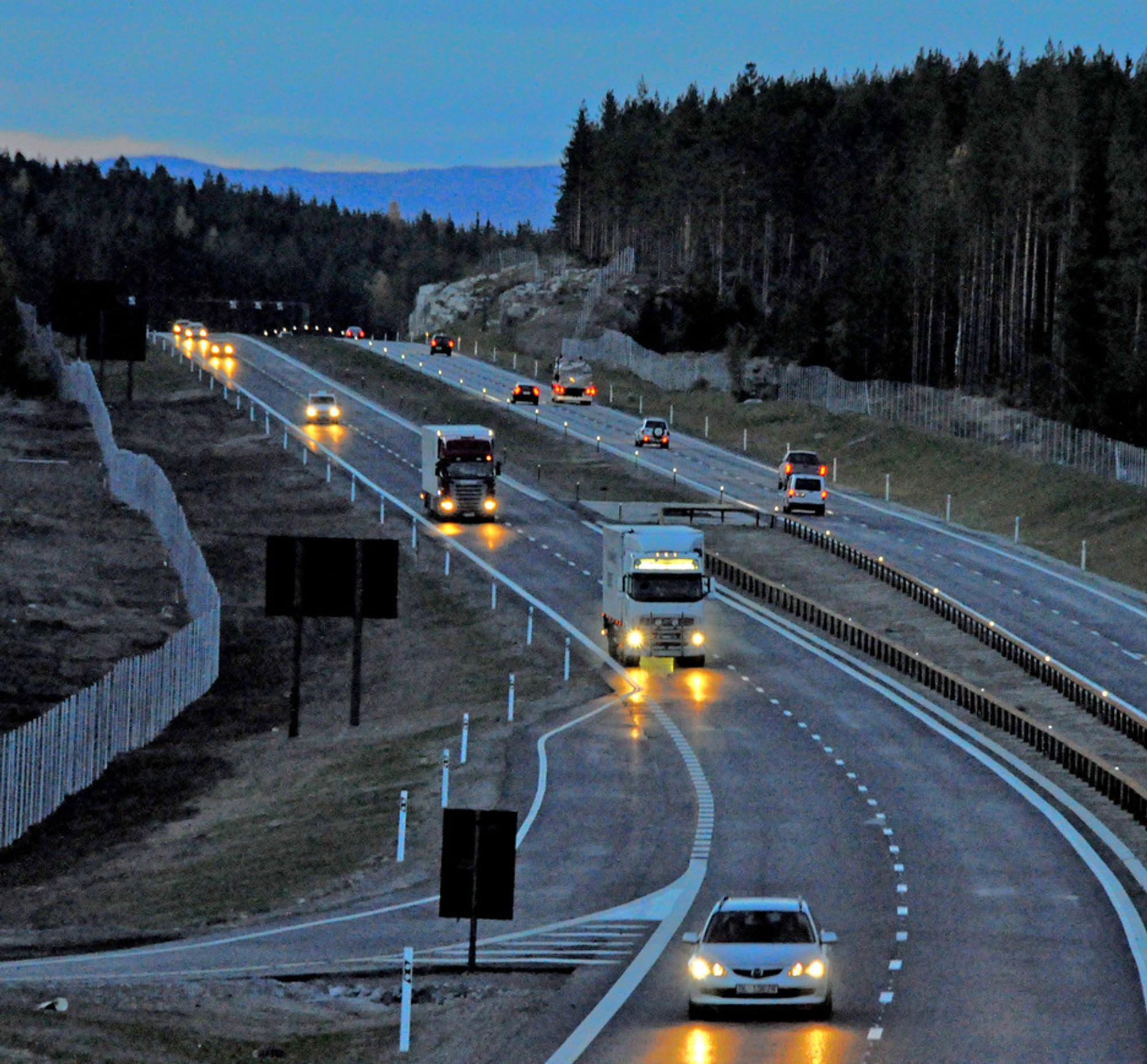 BEDRE VEIER: Innbyggerne i de fleste EU-landene ber myndighetene om å forbedre veiene. Dette bildet er fra nye E6 ved Kolomoen i Hedmark.