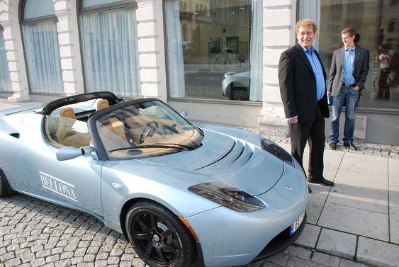 Bellona og Frederic Hauges Tesla Roadster Sport