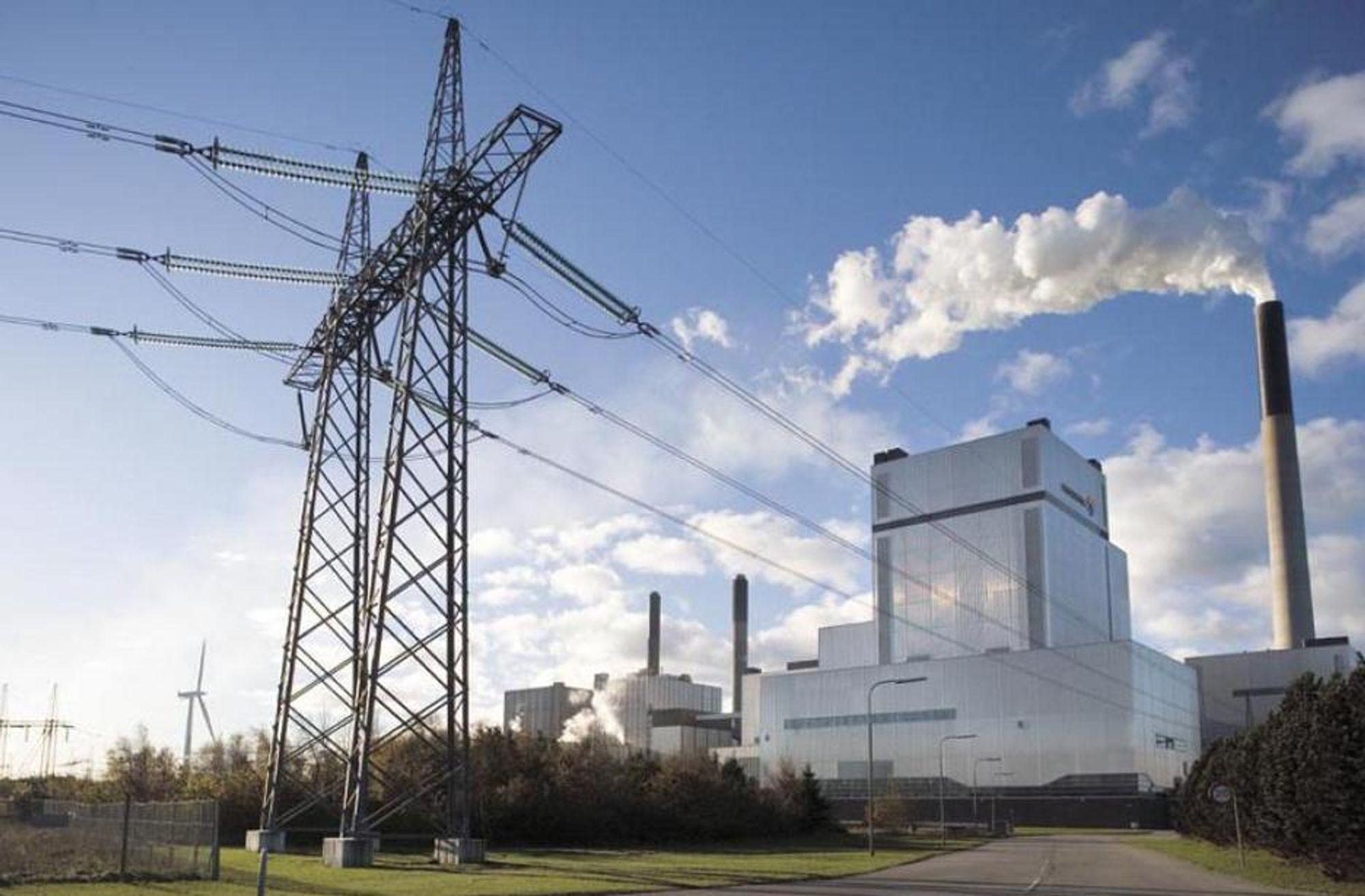 KULLKRAFT: Nordjyllandsværket fortsetter å slippe ut like mye CO2. Det ble for dyrt for Vattenfall å fjerne og lagre CO2-en.