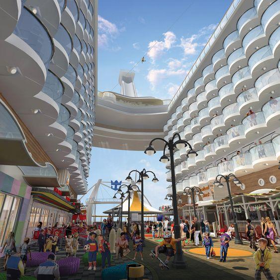 Oasis of the Seas - Broadwalk - åpent område akterut. Suiter og rom med balkong står som boligblokker på hver side og ga de finske ingeniørene store utfordringer i å få et stabilt og sterkt skip.