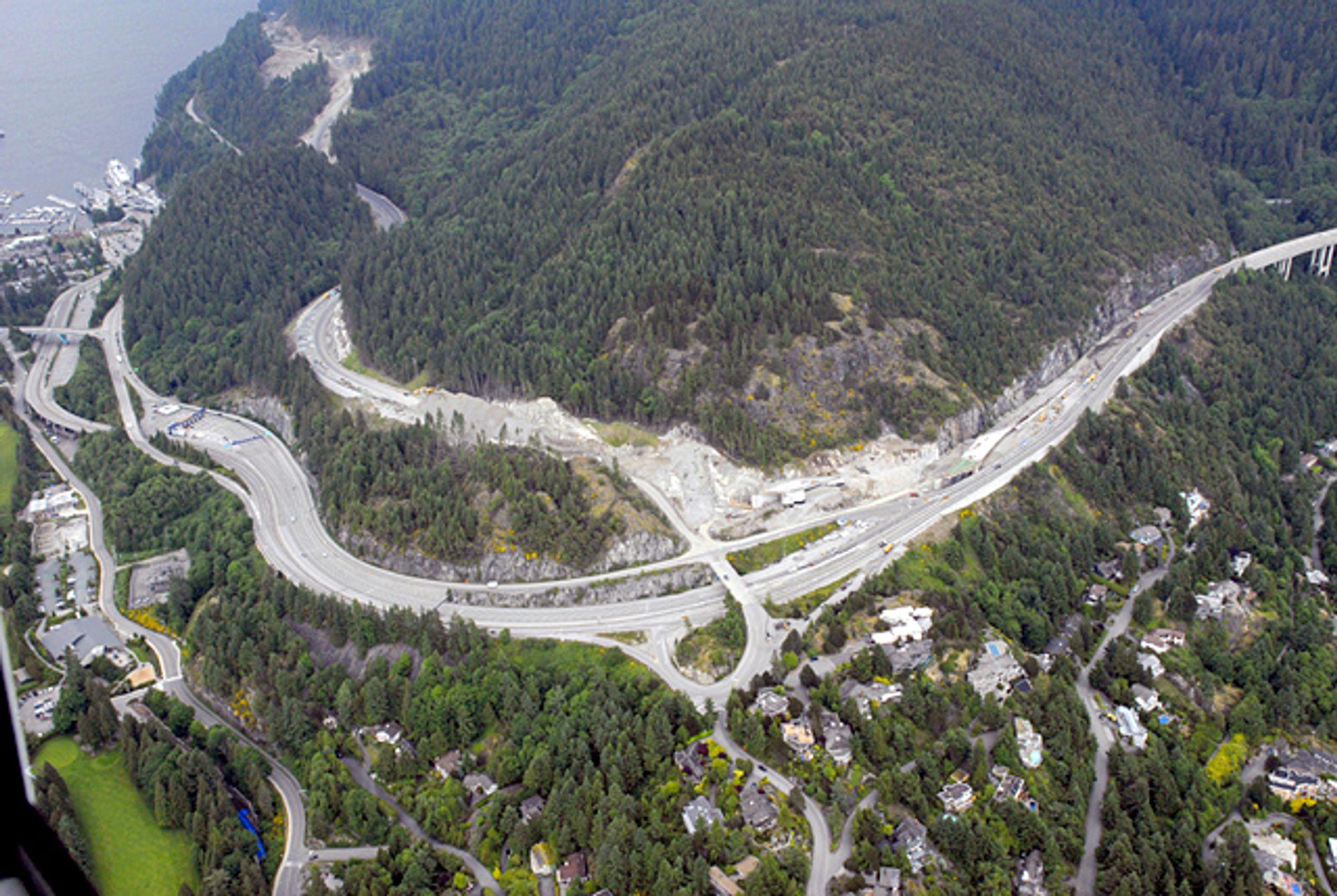 SPESIELL ASFALT: Den nye hovedveien opp til Whistler Mountain er dekket med asfalt blandet med Thiopave.