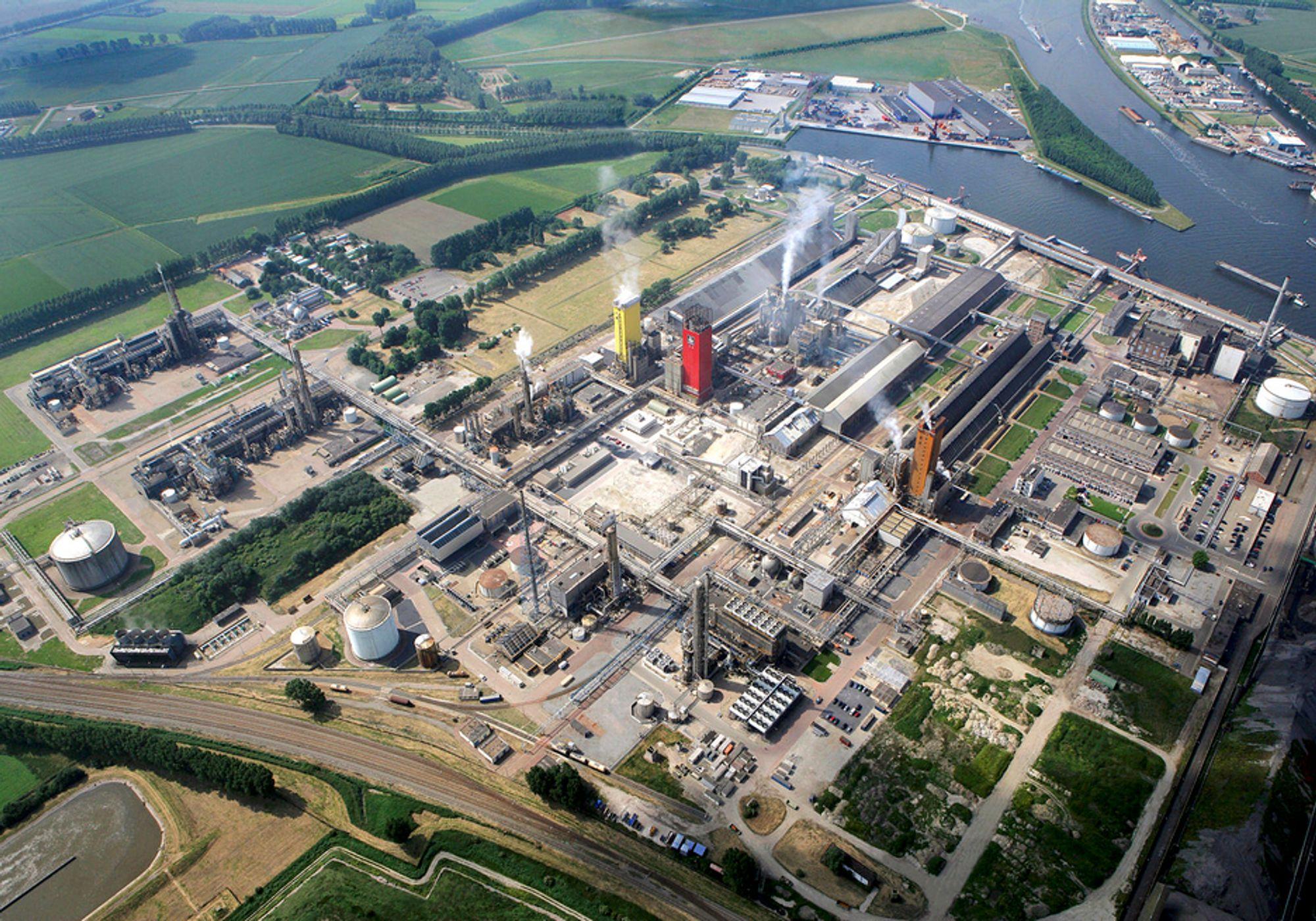 BLIR VERDENS STØRSTE: Yaras ureafabrikk i nederlandske Sluiskil blir verdens største i sitt slag etter at den nye produksjonslinjen Urea 7 er ferdig sommeren 2011.