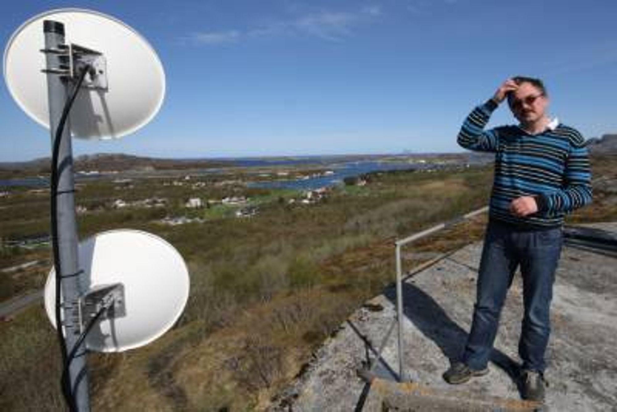 IT-konsulent Svein Lundestad i Herøy kommune legger ikke skjul på at dagens trådløse forbindelser med wlan-signaler utendørs ikke holder mål.