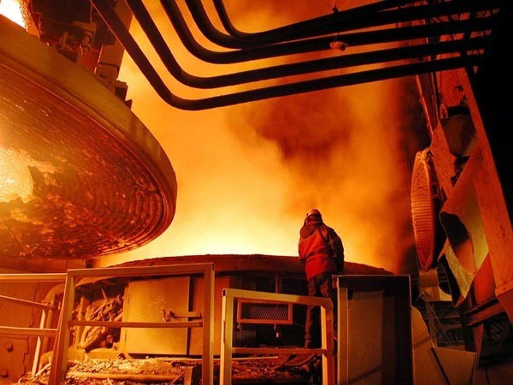 UT GJENNOM TAKET: 226 tonn ulovlig støv har i mange år blitt sluppet ut gjennom åpninger i taket til Celsa Armeringsstål (tidligere). Utslippet har aldri vært innrapportert.