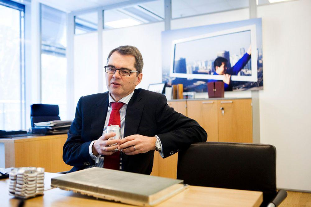 BYTTER KONTOR: Etter 24 år i aluminiumsdivisjonen av Norsk Hydro, så flytter Svein Richard Brandtzæg i dag inn på det som tidligere var Eivind Reitens kontor. Det viler et tungt ansvar på hans skuldre for å bringe en av landets mest beydningsfulle industrikonserner videre.