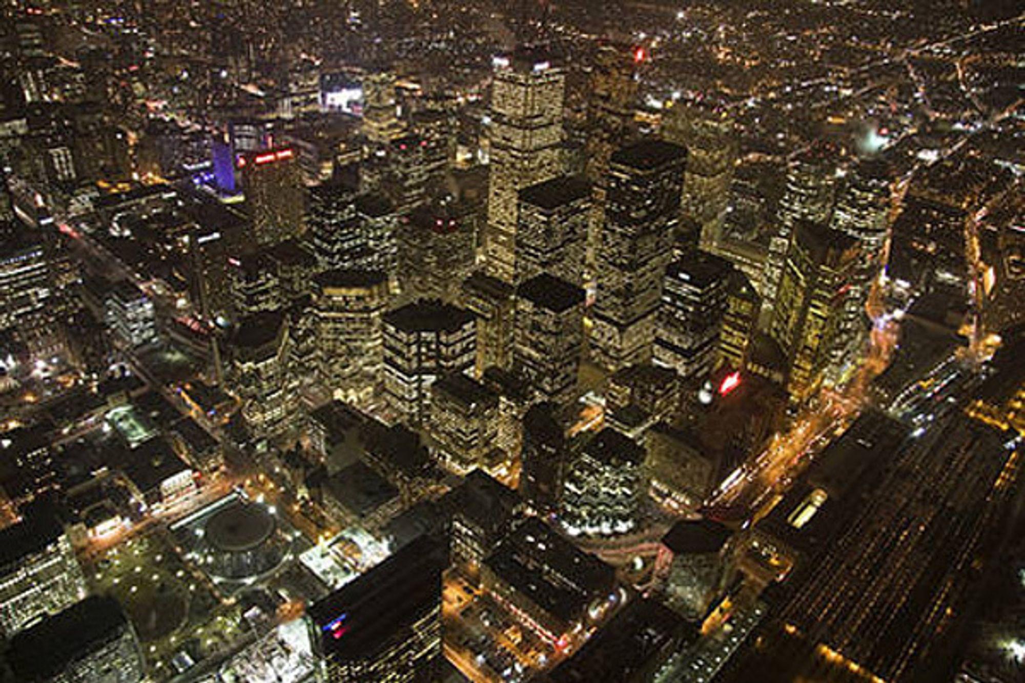 Toronto sentrum før lyset ble slått av under Earth hour 2008.