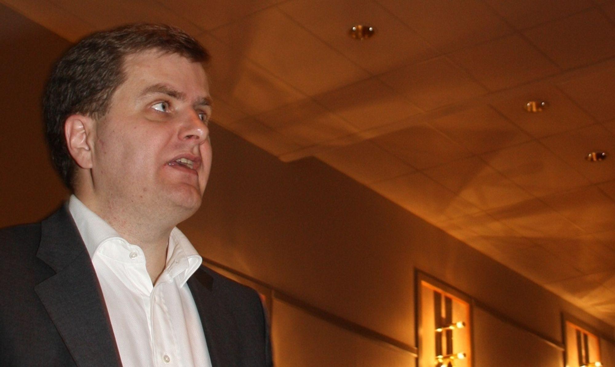 VANSKELIG: Direktør for bedriftsløsninger Trond Skjellerud hos Umoe IKT medgir at det er vanskelig å finne folk som er gode til å bygge gode samhandlingsløsninger.
