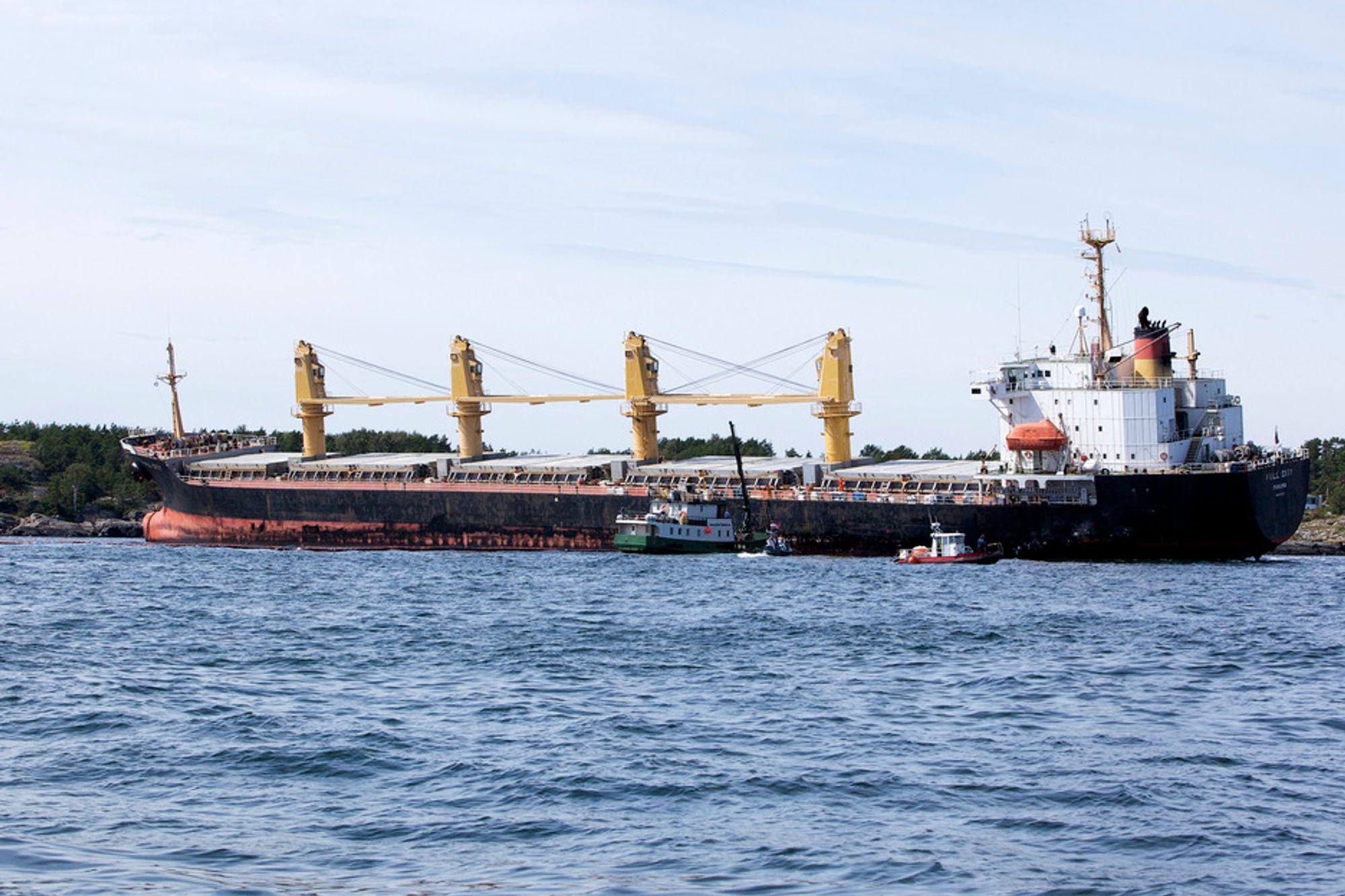 """KRAV: Skipsnæringen har i dag vært i møte med regjeringen for å bedre sikkerheten til havs og unngå havari som det som skjedde med """"Full City"""". Blant annet vurderer regjeringen strengere språkkrav for sjøfolk."""