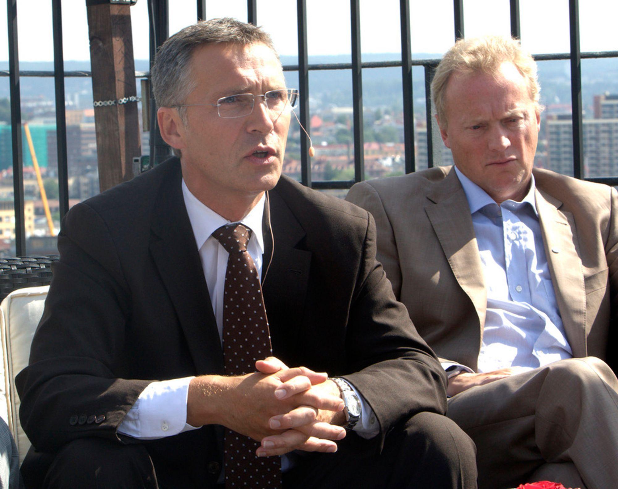 VANSKELIG: Arbeiderpartiets generalsekretær Raymond Johansen og statsminister Jens Stoltenberg sier begge at eldrebølgen gjør det svært vanskelig å gå inn for sekstimersdag i norsk arbeidsliv.