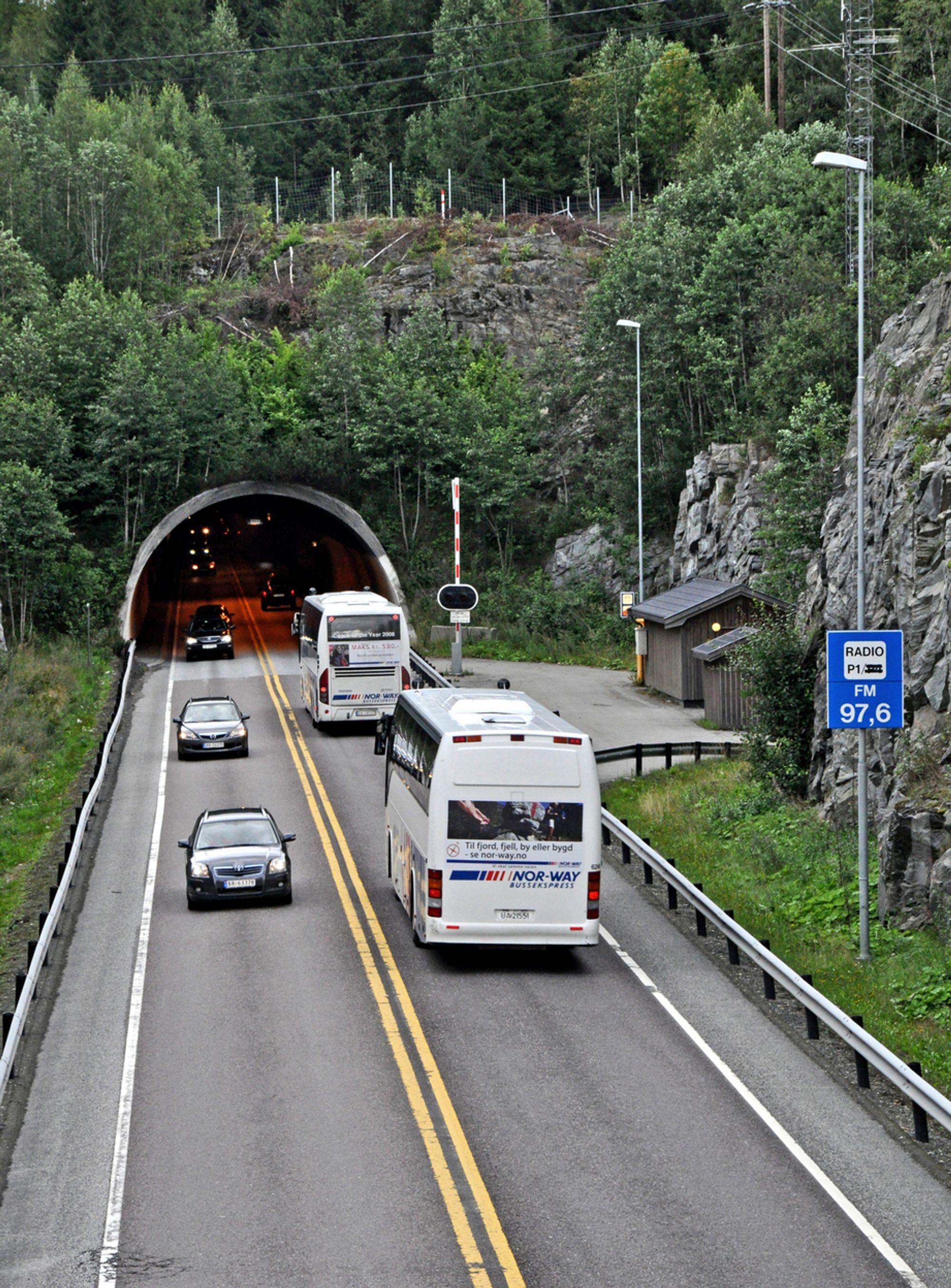 I dag går det trafikk i begge retninger gjennom Eidsvolltunnelen. Fra 15. mai 2012 blir dette nordgående løp i en to-løps tunnel. Veidekke står for utvidelsen.