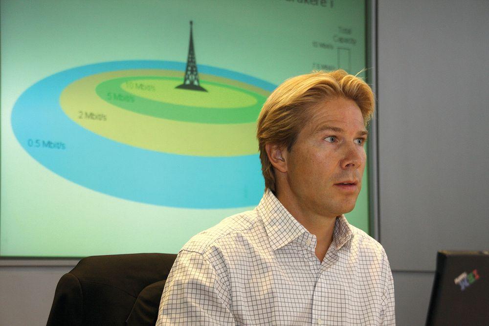 IKKE POPULÆRT: Teknologidirektør Rolv-Erik Spilling i Telenor sier de må overinvestere i kapasitet i nettet siden videotrafikken er ukontrollerbar. Det får de store nettaktørene til å reagere.