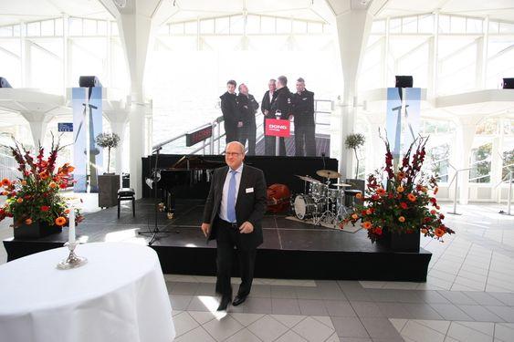 - Dette er en fantastisk begivenhet, sier Niels Bergh-Hansen i danske Dong Energy, med kronprinsen på storskjerm i bakgrunnen.