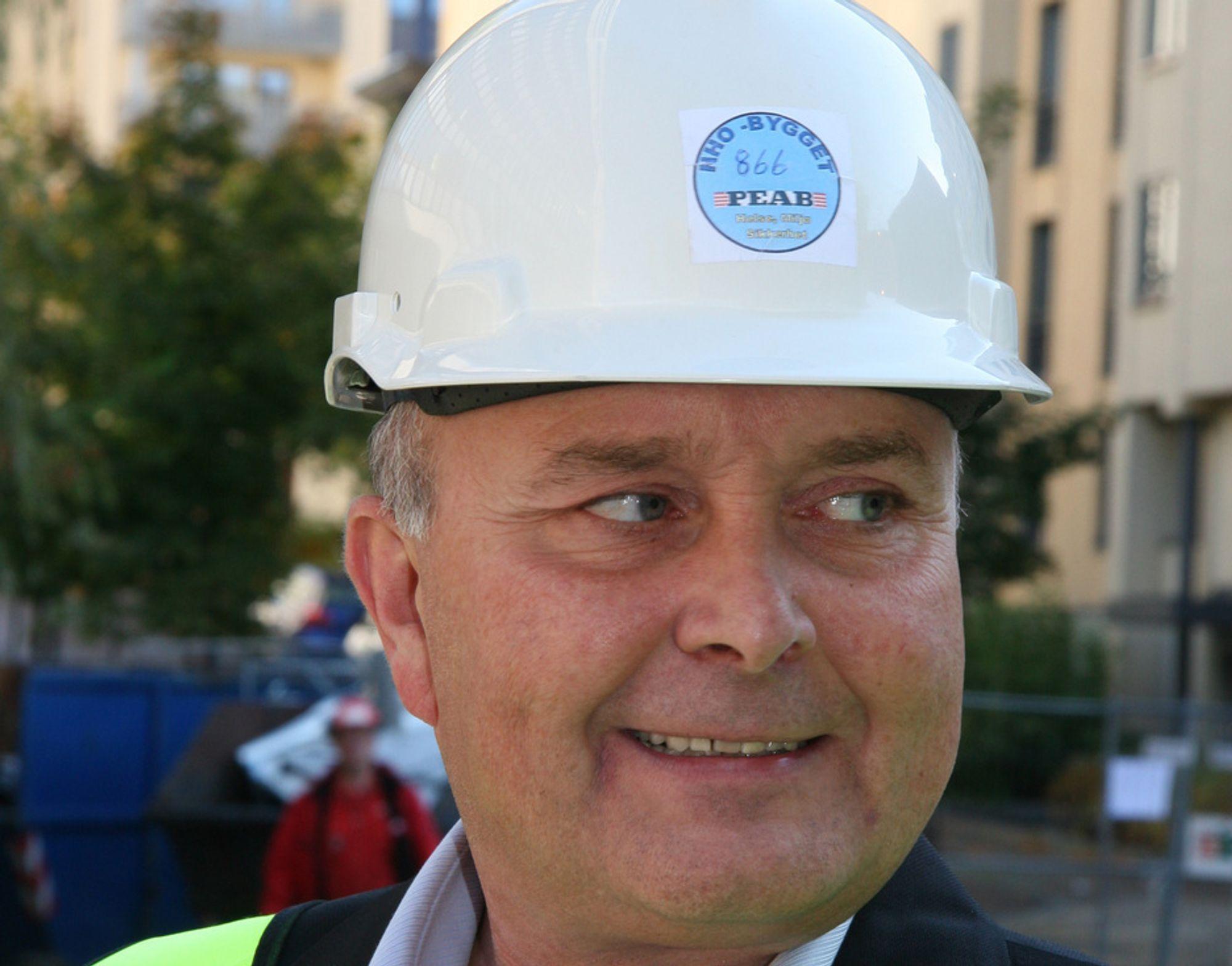 REGNEMESTEREN: BNL-direktør Ketil Lyng mener han er bedre til å regne enn Finansdepartementet. Likevel karakteriserer han regjeringens arbeid som forbilledlig.
