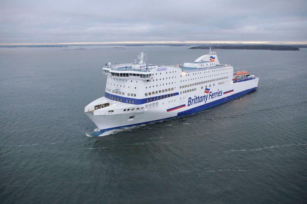 KANALTRAFIKK: Bil- og passasjerfejen Armorique skal krysse kanalen i ruta mellom  Plymouth i Storbritannia og Roscoff i Frankrike.