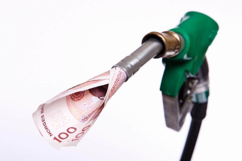 Nedgangen i oljeproduksjonen går dobbelt så fort som man har regnet med, ifølge det internasjonale energibyrået IEA.