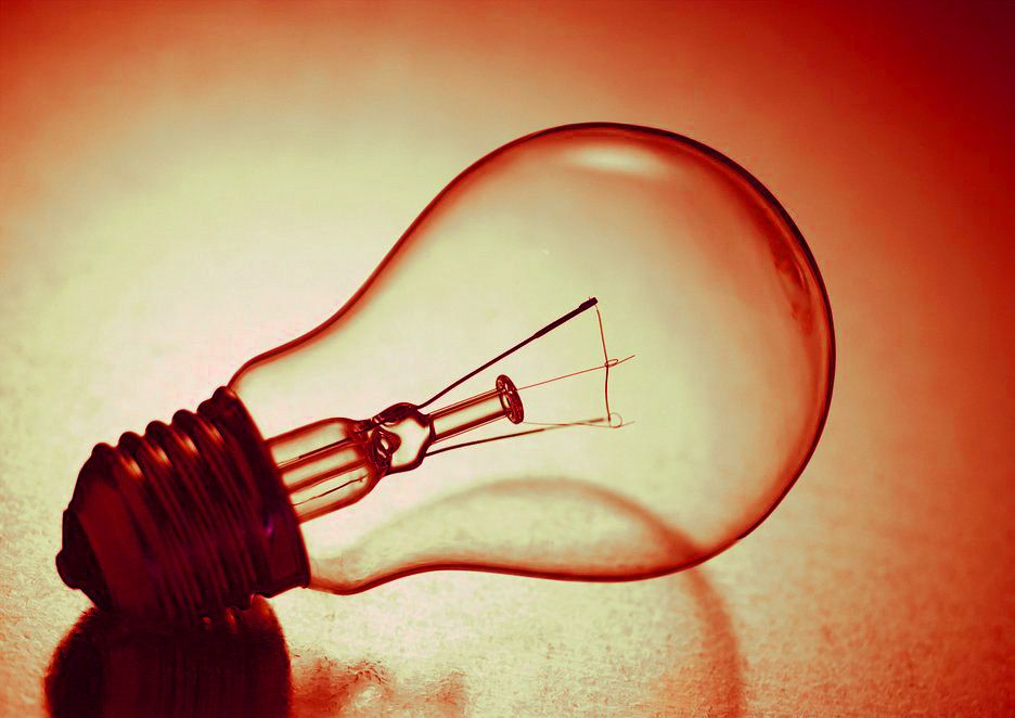 RETRO: De tradisjonelle lyspærene erstattes av sparepærer. Glødetrådpærer som denne fases nå ut i EU-land.