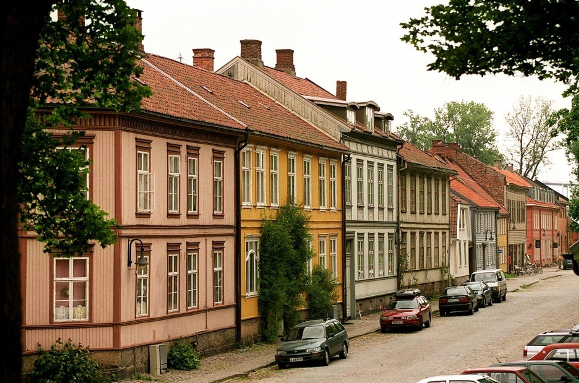 TALL: Sterk arbeiderhistorie i Fredrikstad - her Gamlebyen - og Østfold, kan være en av forklaringene på at få unge østfoldinger studerer.