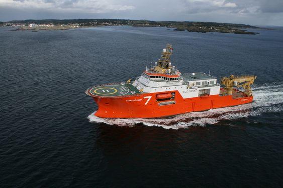 Normand Subsea 7 - VS 4710 ROV SV - offshore konstruksjonsskip, subsea-skip. Bygget ved Simek for Solstad Offshore. Lengde: 113,5 m. Bredde: 24 m. Bruttoronn: 6.300. Diesel-elektrisk framdrift,  Wärtsilä, DP, hiv-kompensert kran på 140 tonn, 5 moonpools, to + fire ROV
