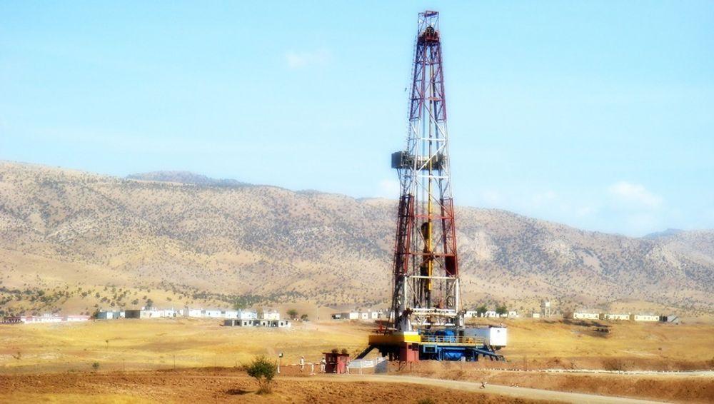 IRAKISK OLJE: Dette er ett av DNOs oljefelt i Nord-Irak. Landet mangler infrastruktur og mangler sikkerhet. Nå har Irak nedjustert sitt produksjonsmål fra 12 millioner fat til 6,5 millioner fat per dag i 2017.