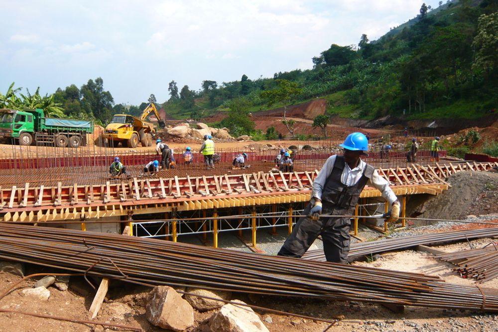 NORSK VANNKRAFT: TrønderEnergi har investeringsfondet Norfund i ryggen når de nå bygger vannkraftverk i Uganda. I oktober reiser miljøvernminister Erik Solheim ned og klipper snoren.