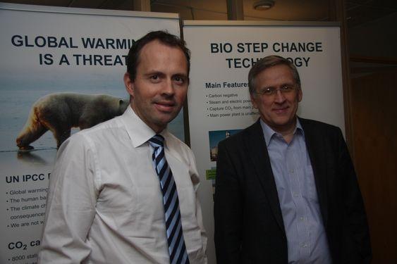 STORT POTENSIAL: dm. direktør Jan Roger Bjerkestrand og teknologidirektør Oscar Fr. Graff i Aker Clean Carbon er ikke enige i Statoils vurderinger av potensialet til aminteknologien. - Potensialet er stort, mener Graff.