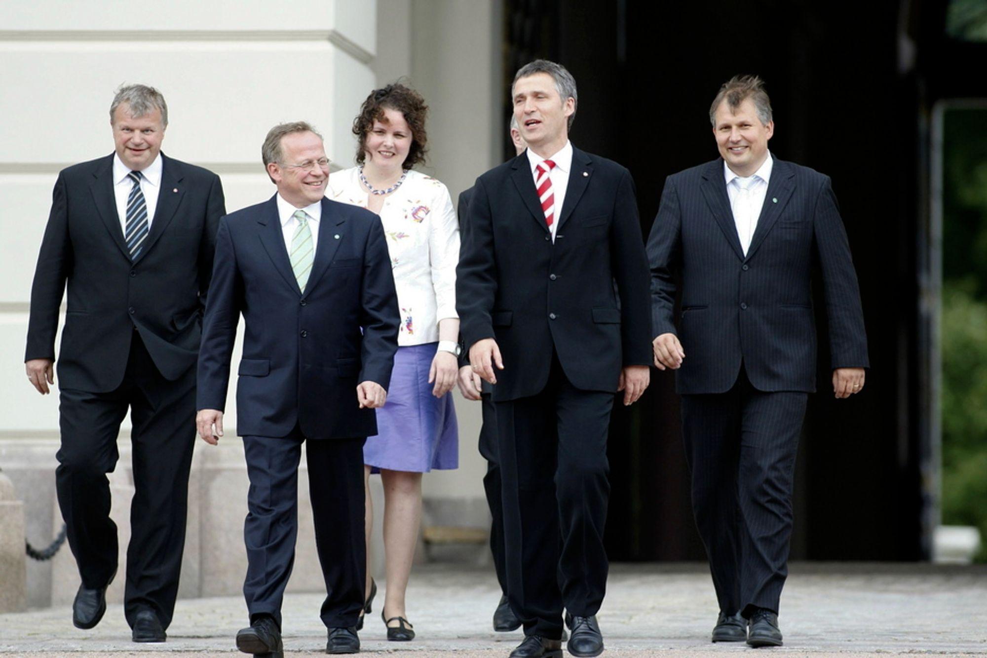 Jens Stoltenberg med sin nye regjeringskabal i juni 2008. Nå viser det seg at de alle kan ha blitt overvåket av Forsvarets sikkerhetstjeneste.