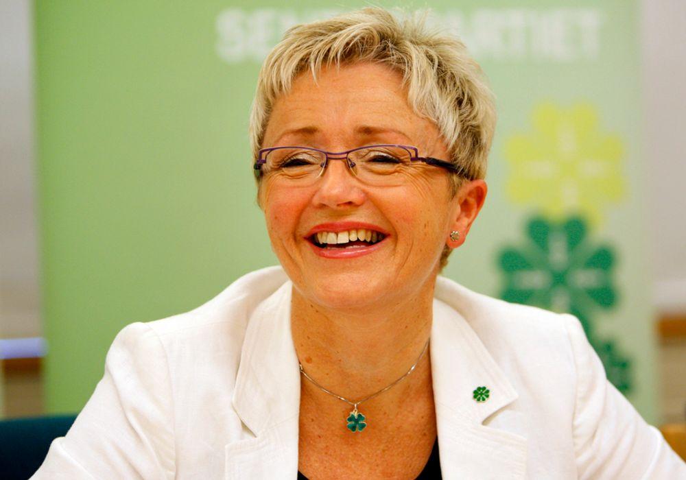 Samferdselsminister Liv Signe Navarsete bruker penger på veier, rassikring og sykling.
